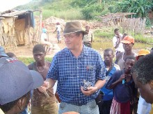 Marcello  Veiga showing the retort to miners in Munhena.